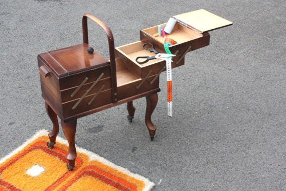 Altes Holznähkästchen Nähkasten Vintage Schneider-Kästchen