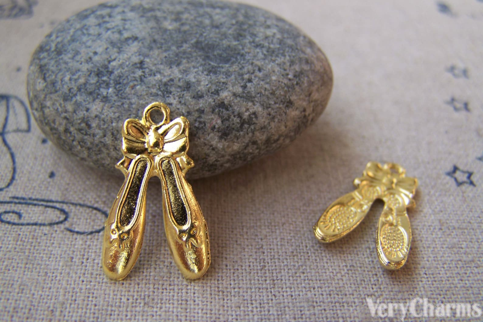 20 pcs of gold tone bow tie ballet shoes charms 12x20mm a3348