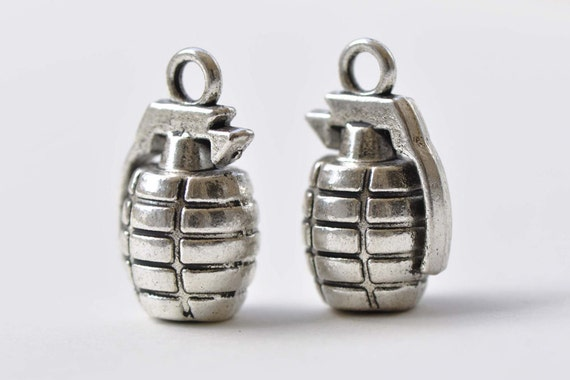 10pcs Antique Silver 3D Hand Grenades Charms Pendant Jewelry Findings