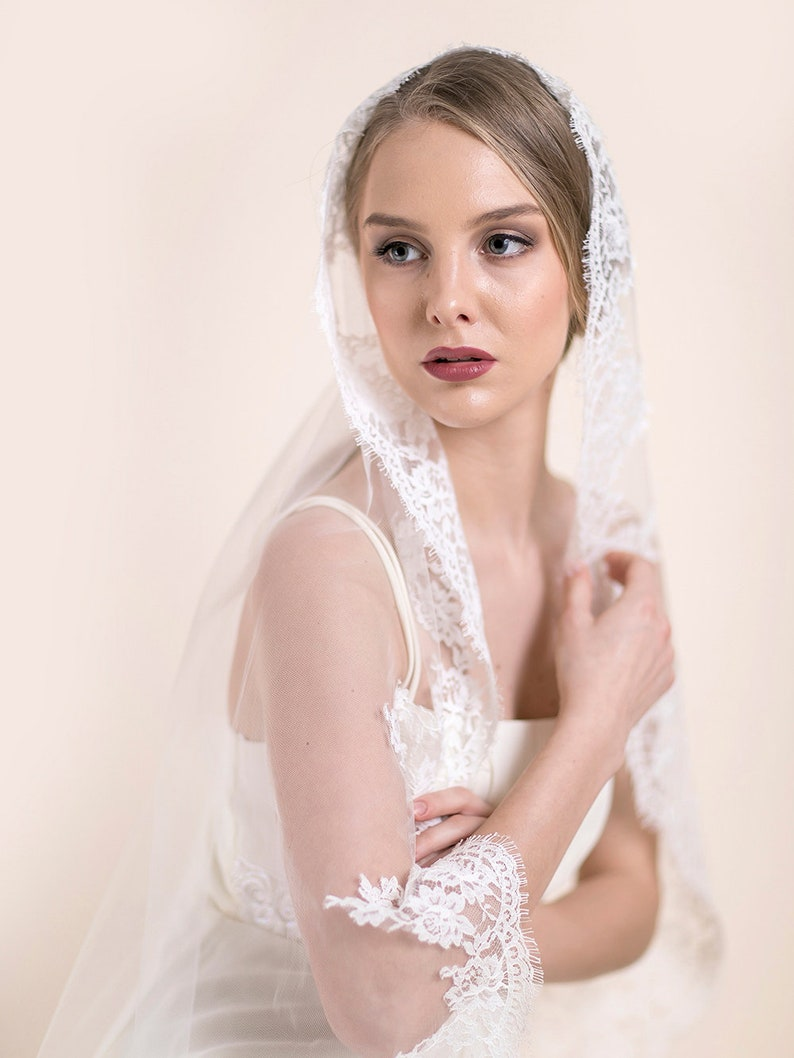 Chantilly Lace Bridal Veil Lace Mantilla Veil Hip Length Fingertip Length Wedding Veil