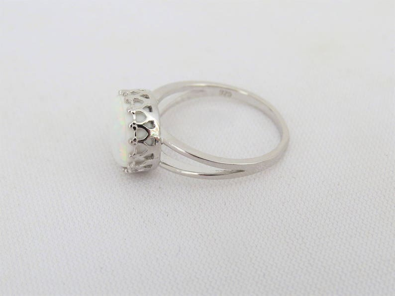 Vintage Sterling Silver Round cut White Opal CROWN Ring Size 7