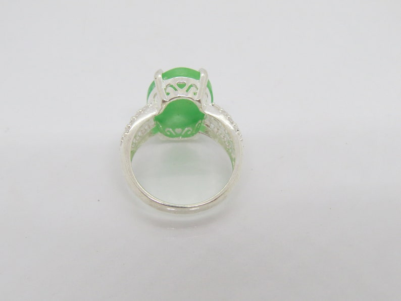 Vintage Sterling Silver Oval Green Jade /& White Topaz Ring Size 8