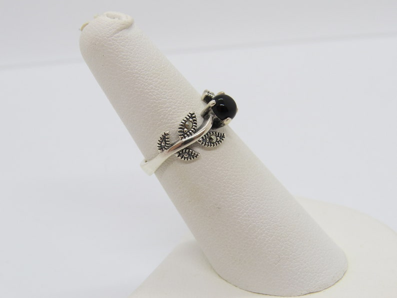 Vintage Sterling Silver Black Oynx /& Marcasite Leafs Ring Size 6