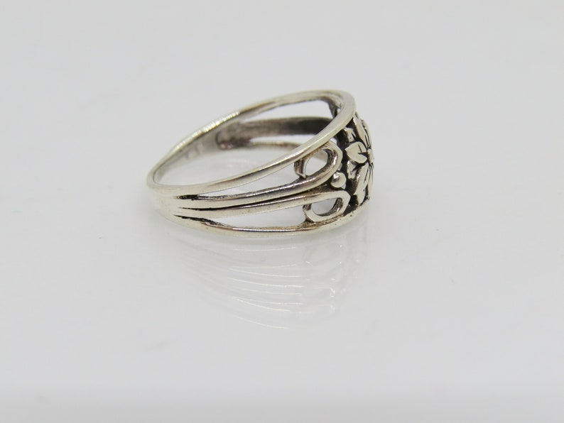 Vintage Sterling Silver Flower Ring Size 8