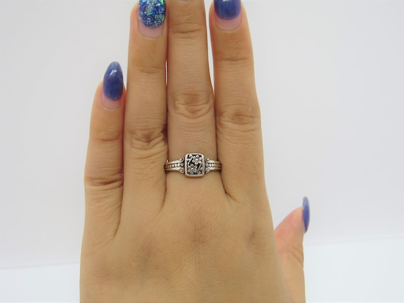 Vintage Sterling Silver Flowers Band Ring Size 8