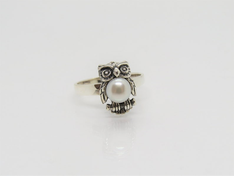 Vintage Sterling Silver White Pearl Owl Dome Ring Size 9.75