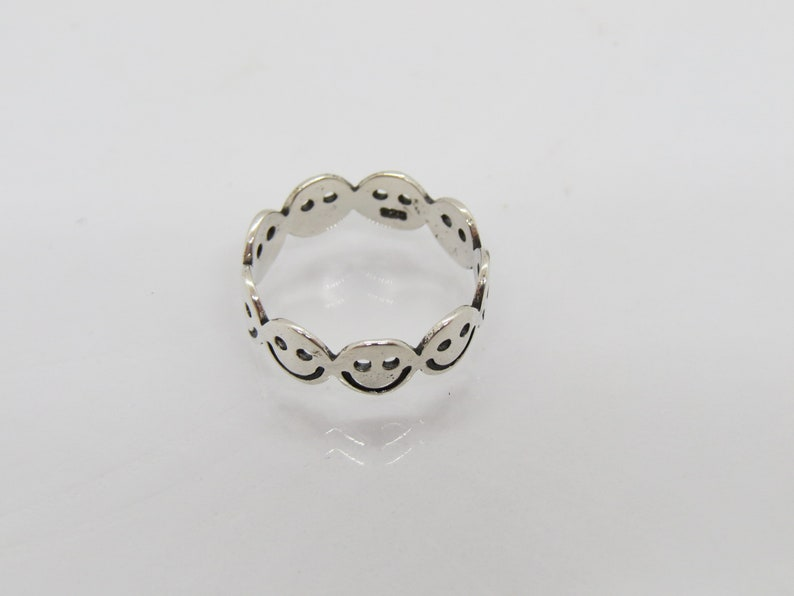 Vintage Sterling Silver Face Smily Band Ring Size 7