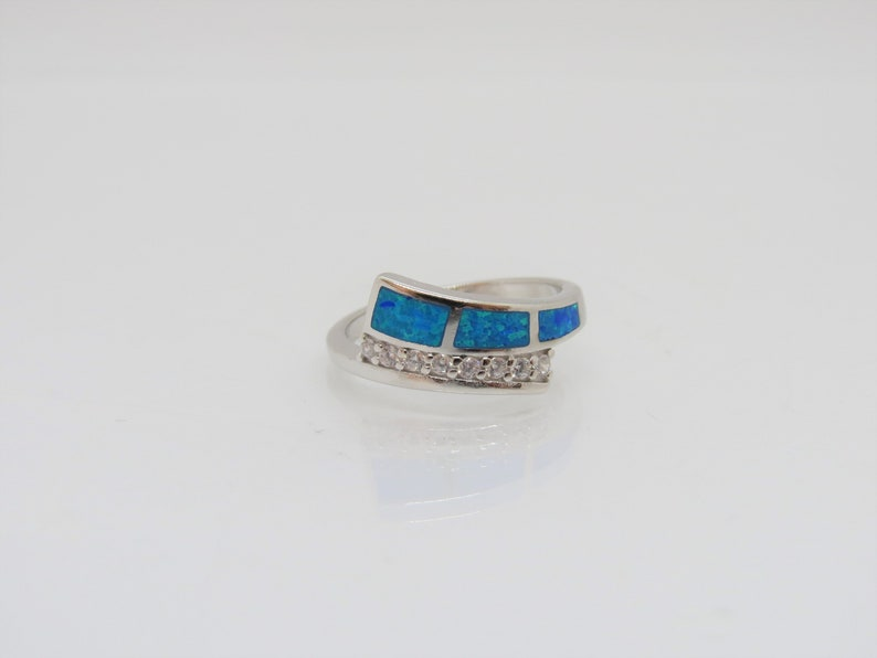 Vintage Sterling Silver Blue Opal /& White Topaz Ring Size 8