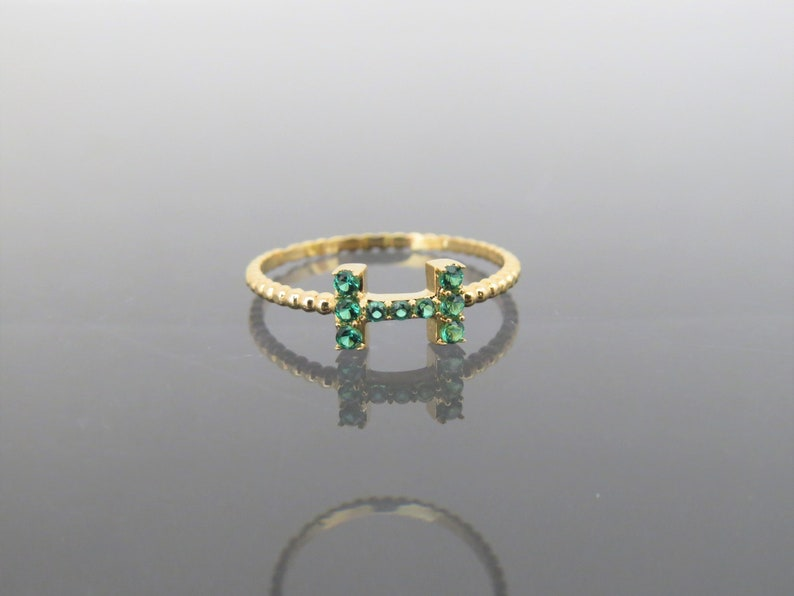 Vintage 18K Solid Yellow Gold Emerald Letter H Band Ring Size 6