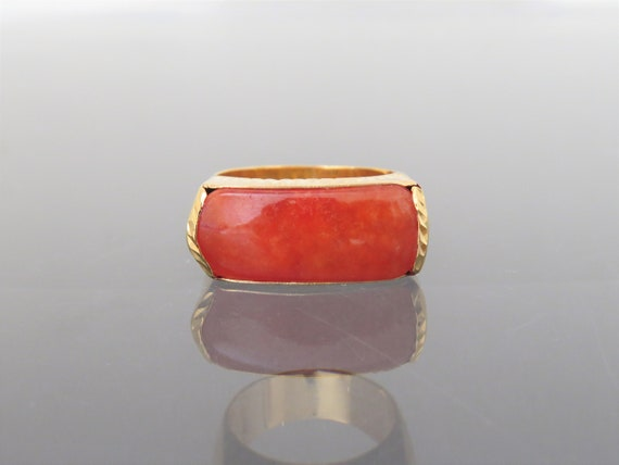 Vintage 18K Yellow Gold Red Jadeite Jade Saddle Ri