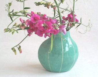 Ceramic flower vase. Simple, modern. By Kri Kri Studio