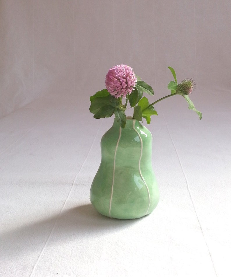 Bud vase. Handmade modern mud ceramics. Etsy pottery. Organic mint green