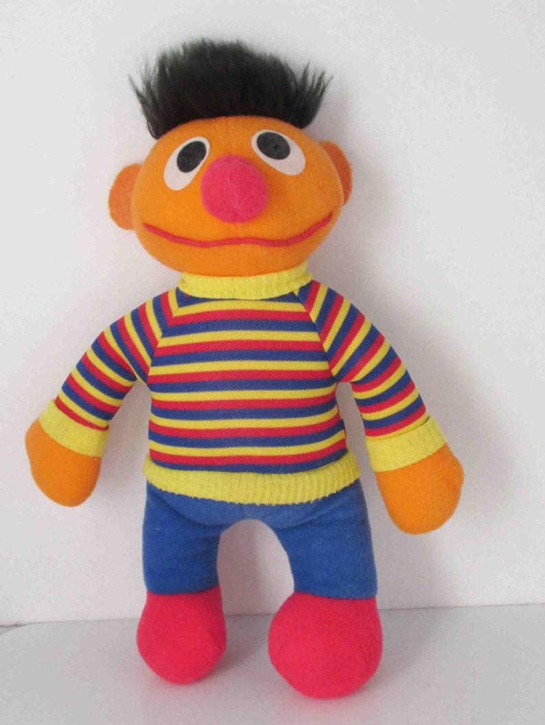 30502b7368 Ernie Knickerbocker gefüllte Puppe Sesamstraße Vintage 11 Zoll image 0 ...
