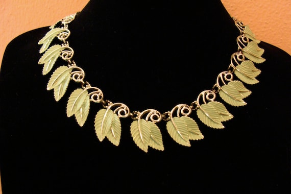 Choker chain necklace Mint green leaves