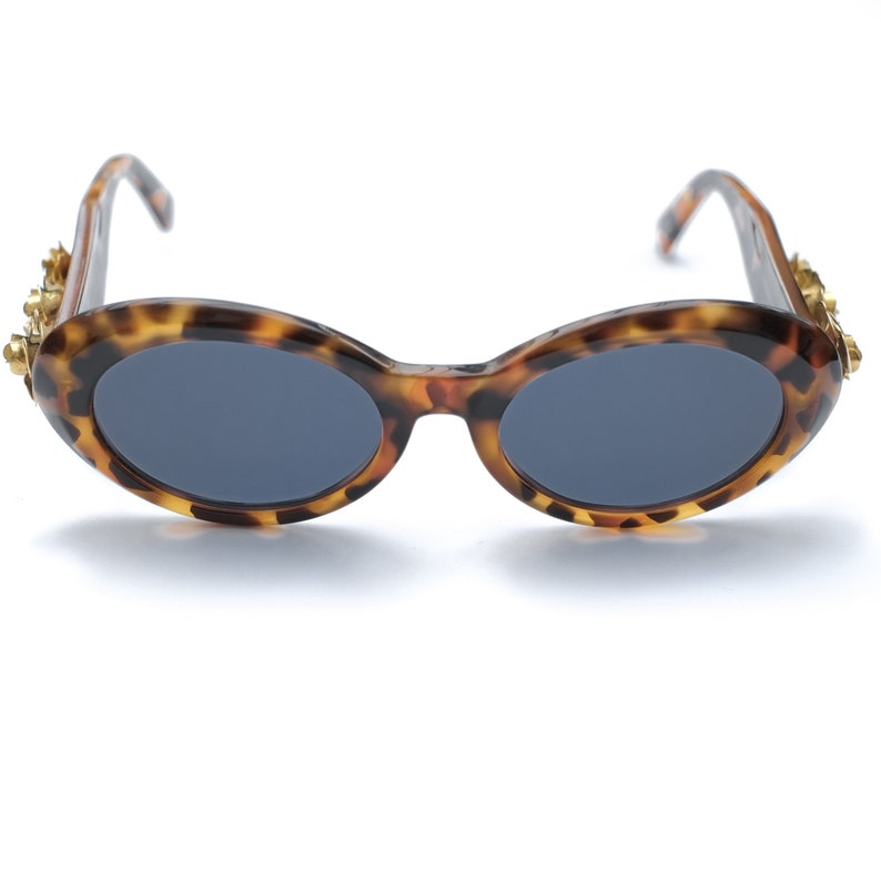 99594b67614c0 Gianni Versace 527 Vintage Sunglasses / 90s Tortoise Shell Sunglasses /  Womens Sunglasses / Oval Sunglasses / Round Sunglasses Gold Flowers