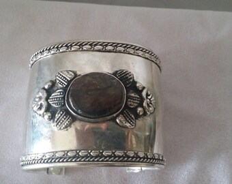 A flawless Hand Crafted Silver Plated  Cuff Bracelet******.