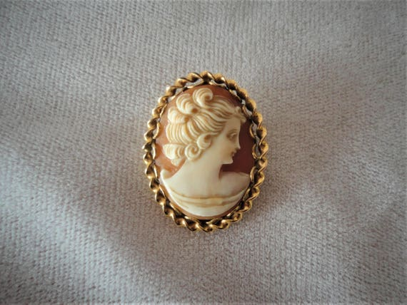Vintage Carved Cameo Gold Filed******.