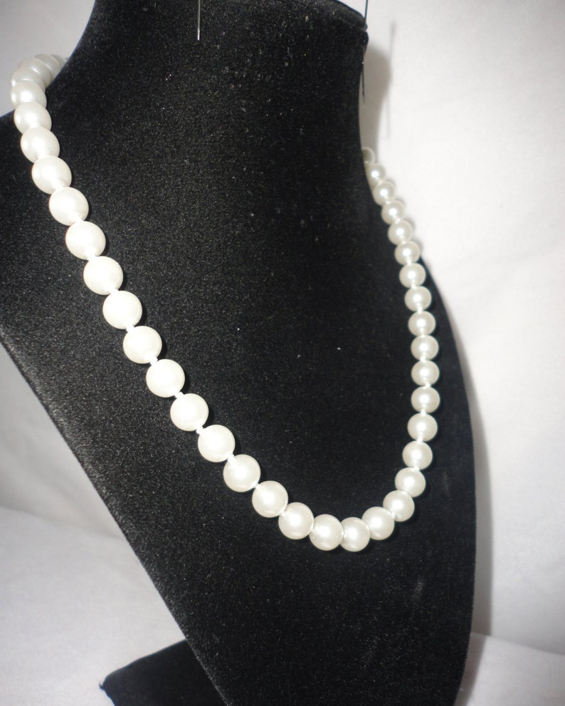 Vintage Coated White Pearl Necklace******.