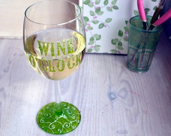Mums gift - wine o'clock, hand painted wine glass, best friend gift, gifts for her, sister gift, home decor, wine lover, wine, wine gift