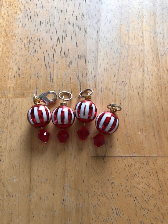 red ball ornament markers,stitch markers,progress keepers,Christmas ball markers,little ornment stitch markers