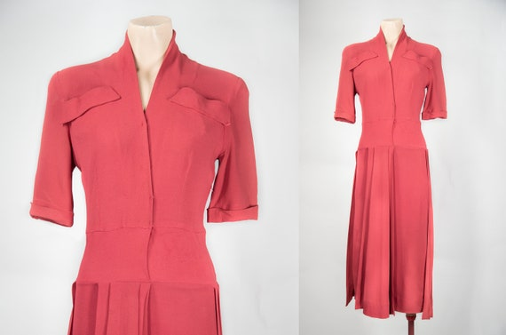 1940s Pink Crepe dress with sash / Wrap style / Sw