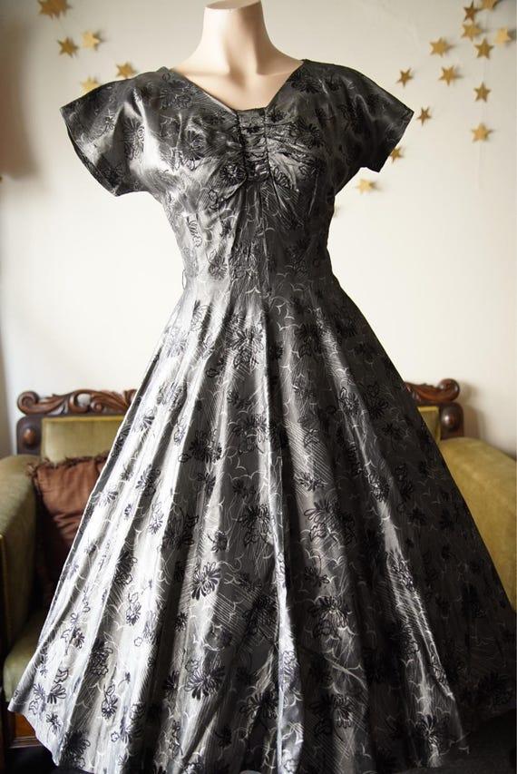 1950s full skirt dress with black flocking - image 3