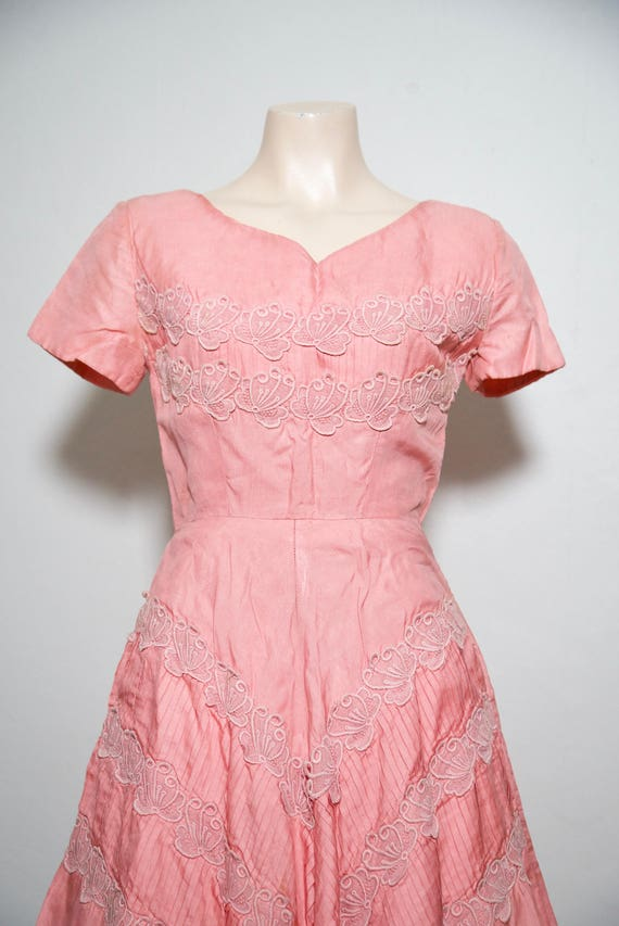 1950s / vintage pink / rayon / almost full circle