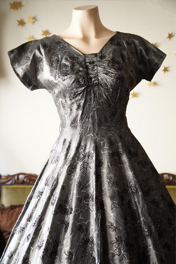 1950s full skirt dress with black flocking - image 2