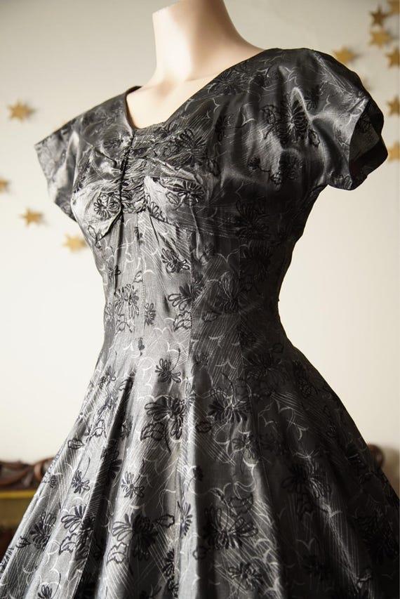 1950s full skirt dress with black flocking - image 4