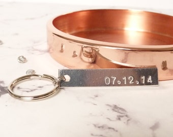 Wedding date keychain, personalized anniversary gift by nkdna