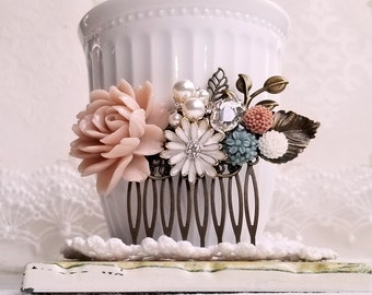 Dahlia Hair Comb Spring Green Chrysanthemum Flower Hair Comb Blush Pink Leaf Collage Hair Accessory Shabby Chic Garden Wedding Gift for Her