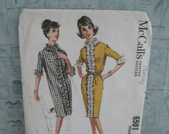 McCalls Front Buttoned Straight Hanging Dress with Belt Dressmaking Pattern 6501 Vintage 1960's