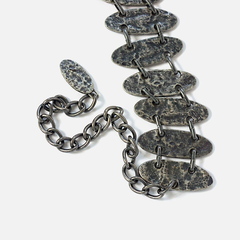 chain link belt METAL silver-toned grey metallic hammered abstract decorative hipster vintage 80s 1980s dress accessories waist 33 to 40