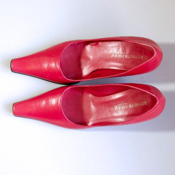 US size 6 womens red kitten heels pumps pointy toe square toes dress shoes leather KENNETH COLE Made in Spain vintage 80s 1980s womens pumps