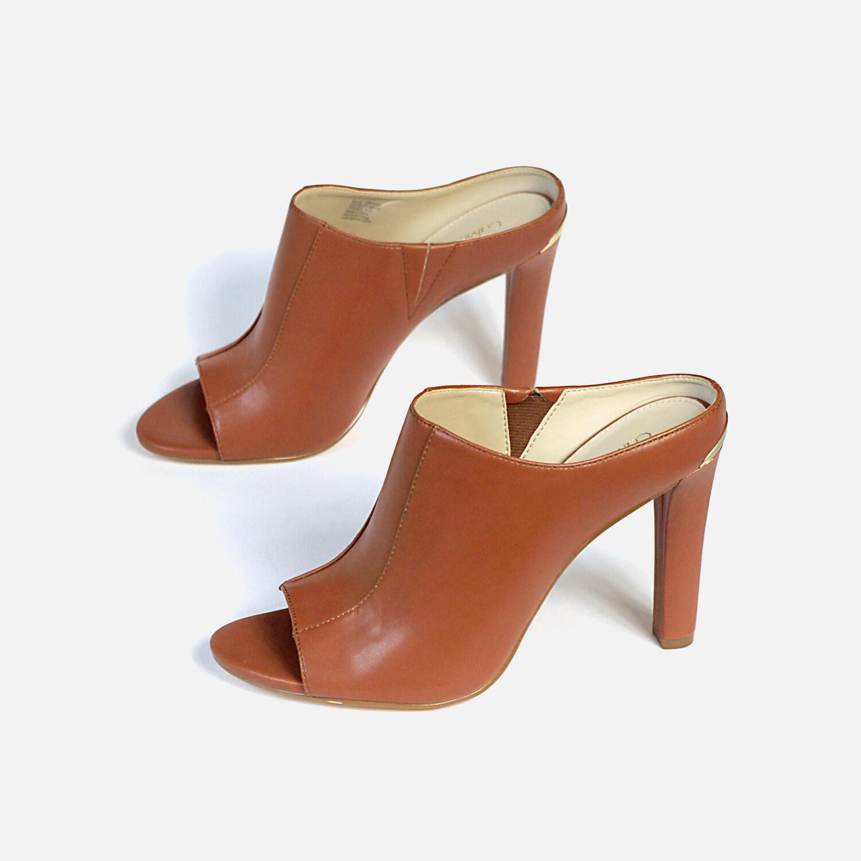 8ba687384bc29 US size 7 EU 37 womens slip-on slides clogs mules open toe summer shoes tan  brown leather Calvin Klein vintage 90s 1990s streetwear sandals