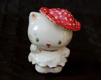 Kitty statuette Mushroom Cat Porcelain figurine Funny kitten Small figurine Animal figurines Fairy creatures Amanita hat Cute White Cat
