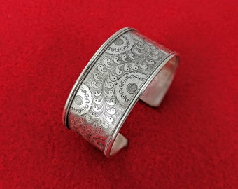 Tibetan Buddhist Floral Incised Cuff // Himalayan Traditional Sterling Silver Flower and Fern Cuff // Exquisite Cuff for Mindful Gifting