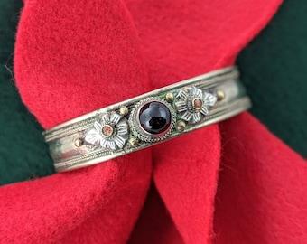 Himalayan Red Stone Floral Cuff // Unisex Vintage Nepal Traditional Cuff // Adjustable Boho Jewelry // Tibetan Vintage Cuff