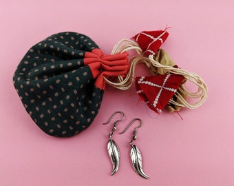 Vintage Himalayan Leaf Dangle Earrings // Dainty Long Leaf Earrings // Everyday Women Earrings Filigree Leaf