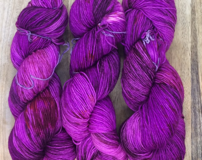 MYOGA Hand Dyed 4ply Superwash -'Berrie Smoothie'