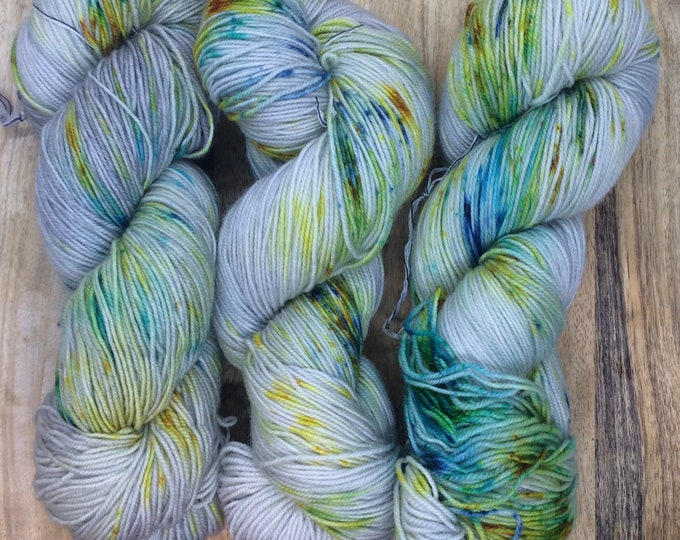 MYOGA Hand Dyed 4ply Superwash - 'Southern Lights'