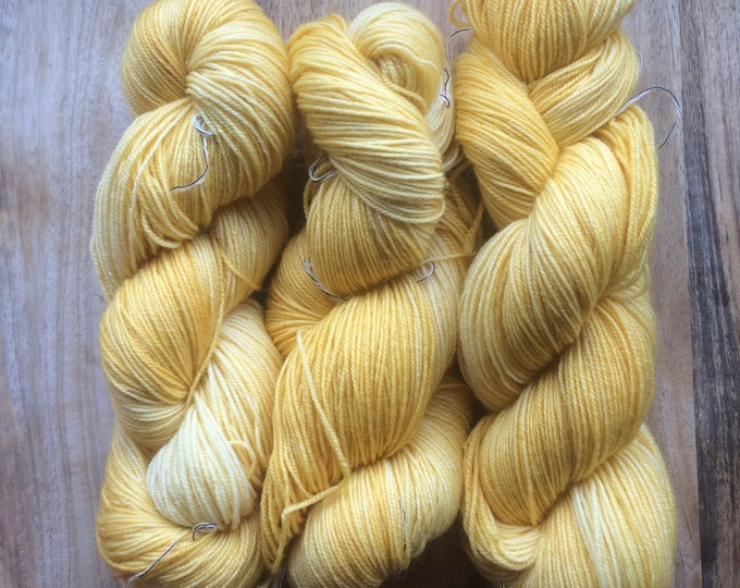 MYOGA Hand Dyed 4ply Superwash - 'Whats up Buttercup'