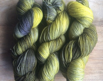 MYOGA Hand Dyed 4ply Superwash - 'Firefly'