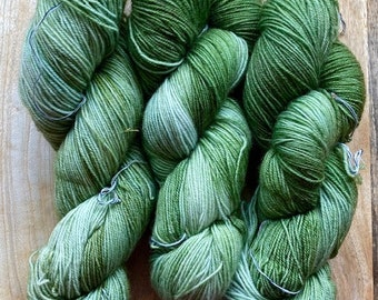 MYOGA Hand Dyed 4ply Superwash - 'Gathering Moss'