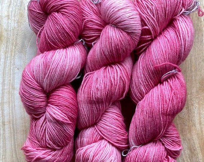 MYOGA Hand Dyed 4ply Superwash - 'Quince'