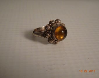 Sterling Silver and Yellow Amber Flower Design Ring - size 6 1/4