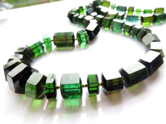 596f992b8073 Seltene grüne Turmalin-Kristall kette   Turmalin Collier     Etsy