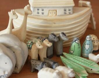 East Of India Mini Wooden Noahs Ark & Animals - Baby Keepsake / Christening Present
