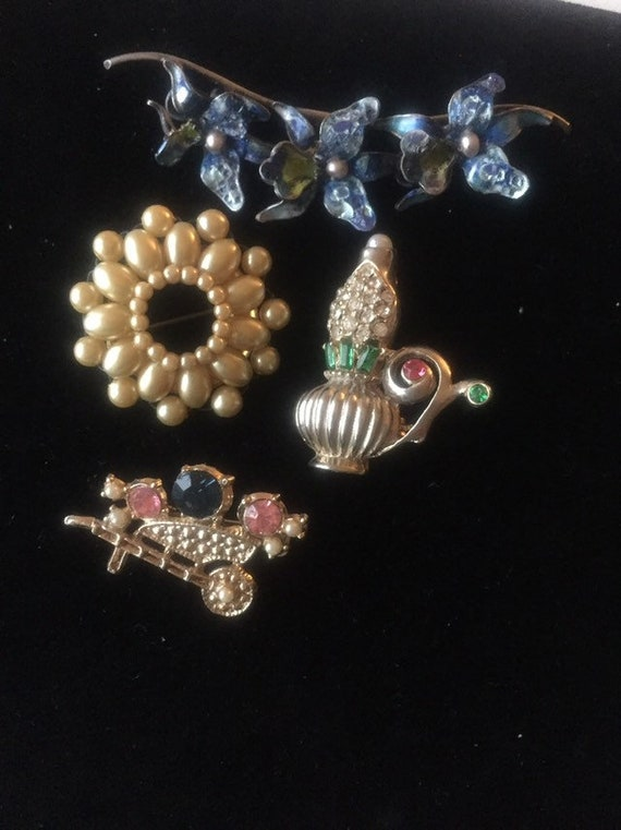 VICTORIAN ANTIQUE PINS Antique  victorian brooches
