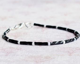 Black And White Seed Bead Bracelet, Beaded Bracelet, Stacking Bracelet, Minimalist Bracelet, Thin Bracelet, Dainty Bracelet, Simple Bracelet